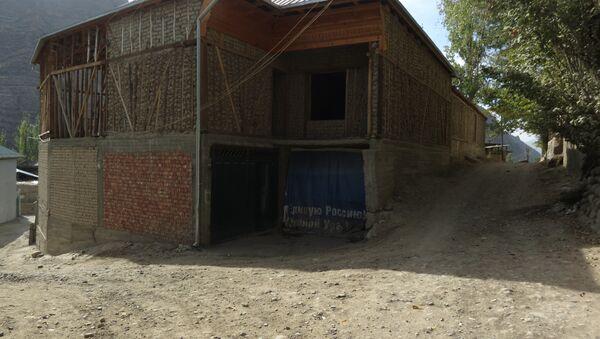 Куда бы ни ехал таджик на заработки - он вернётся строить свой дом, архивное фото - Sputnik Тоҷикистон