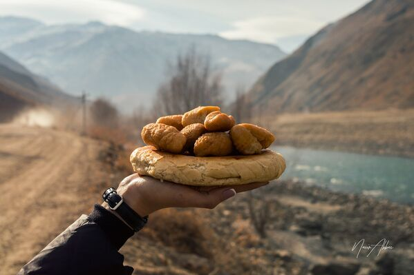 Лепешка с баусаками, архивное фото - Sputnik Таджикистан