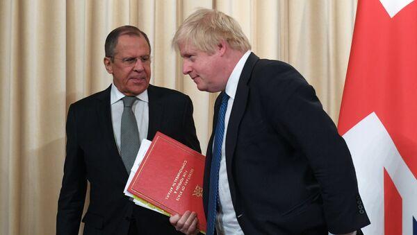 Встреча глав МИД РФ и Великобритании С. Лаврова и Б. Джонсона - Sputnik Таджикистан