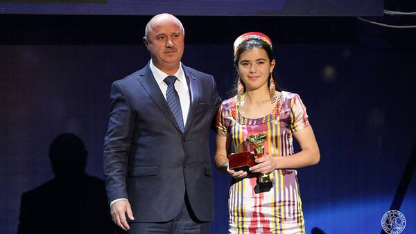 Нападающая столичной команды Динамо Никубахт Худододова стала лучшей футболисткой Таджикистана сезона-2017 - Sputnik Тоҷикистон