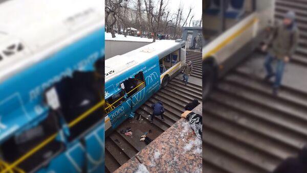 Автобус сбил пешеходов на славянском бульваре - Sputnik Тоҷикистон