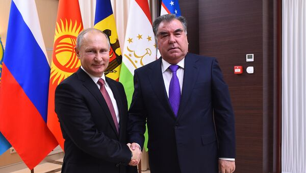 Президент России Владимир Путин и глава Таджикистана Эмомали Рахмон - Sputnik Таджикистан