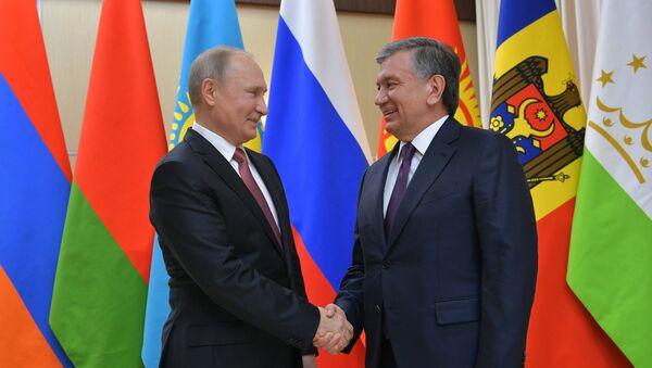Президент РФ Владимир Путин и президент Республики Узбекистан Шавкат Мирзиёев - Sputnik Тоҷикистон