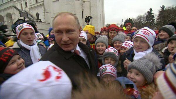 Дети расспросили Путина о дне рождении, отношении к оппозиции и Деде Морозе - Sputnik Тоҷикистон