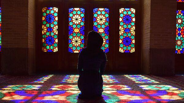 Ранее утро в стенах Розовой мечети Шираза. Ни шума, ни туристических групп - Sputnik Таджикистан