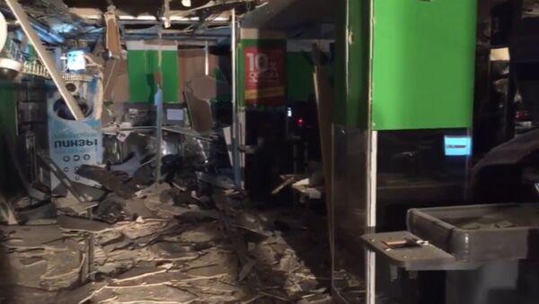 Последствия взрыва в магазине Перекресток в Петербурге. Кадры с места ЧП - Sputnik Тоҷикистон