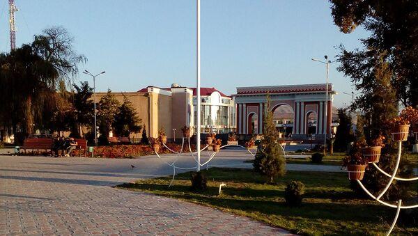 Парк в городе Исфара, архивное фото - Sputnik Тоҷикистон