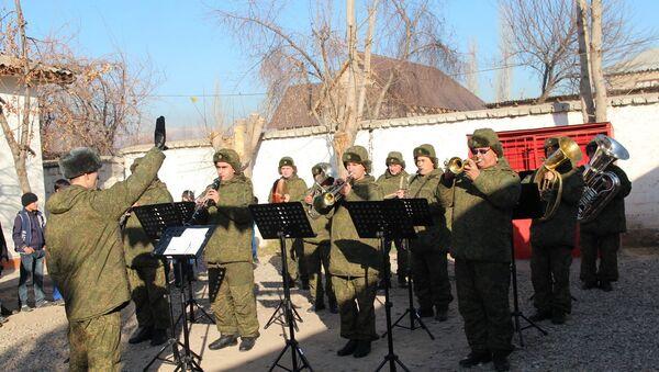 Военные музыканты 201-й российской военной базы, архивное фото - Sputnik Таджикистан