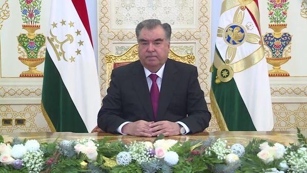 Эмомали Рахмон обратился к гражданам Таджикистана с новогодним обращением - Sputnik Таджикистан
