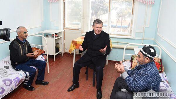 Глава Узбекистана Шавкат Мирзиёев ознакомился с деятельностью Янгиюльского районного медицинского объединения - Sputnik Тоҷикистон