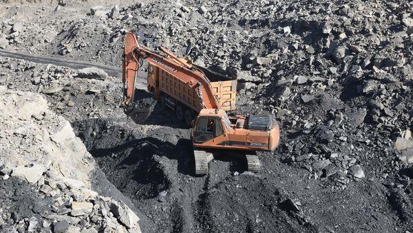 Добыча угля в Таджикистане, архивное фото - Sputnik Тоҷикистон