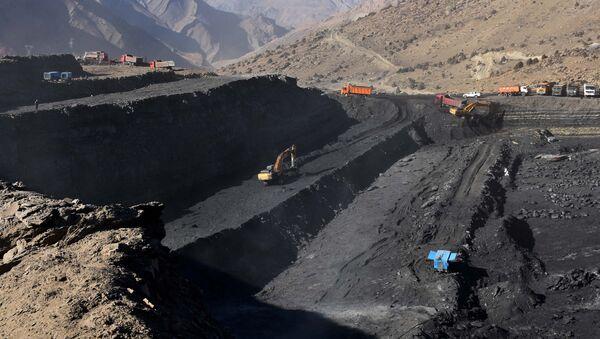 Разработка угольного месторождения в Таджикистане, архивное фото - Sputnik Тоҷикистон