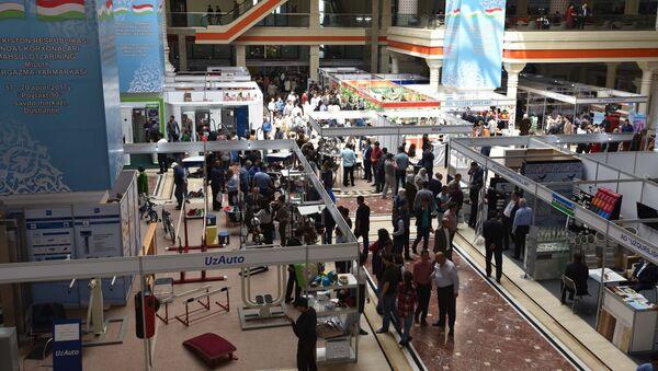 Выставка ярмарка продукции промышленных товаров Республики Узбекистан 2017 - Sputnik Тоҷикистон