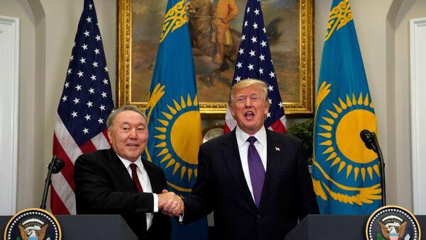 Президент Казахстана Нурсултан Назарбаев и президент США Дональд Трамп - Sputnik Тоҷикистон