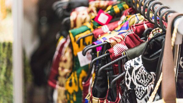 Одежда из адраса, архивное фото - Sputnik Таджикистан