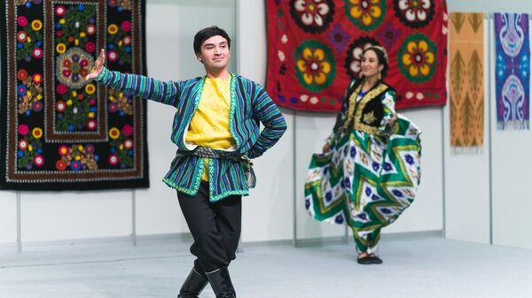 Танцор Фарход Джомахмадзода - Sputnik Таджикистан
