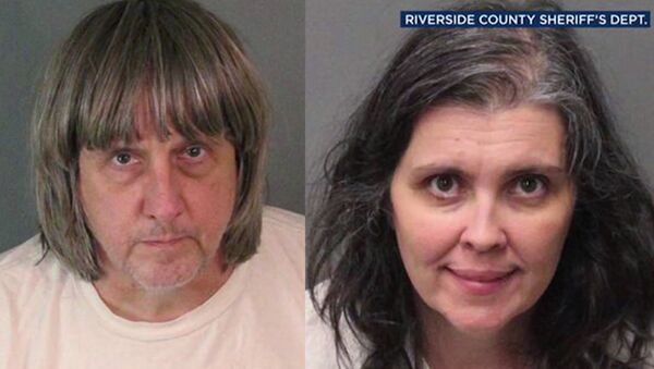 В Калифорнии арестовали супругов, державших взаперти 13 своих детей - Sputnik Тоҷикистон