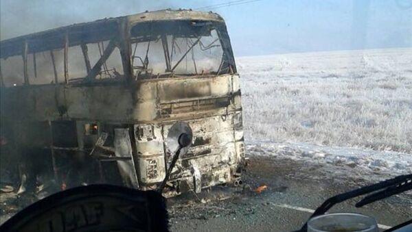 Сгоревший в Казахстане пассажирский автобус - Sputnik Тоҷикистон