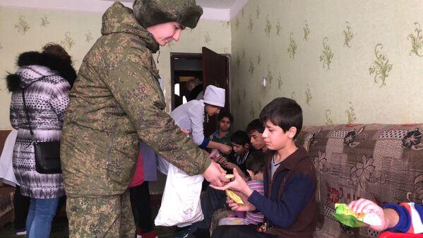 Российские медики оказали гуманитарную помощь постояльцам дома-интерната - Sputnik Таджикистан