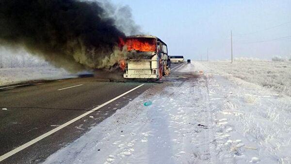 Сгоревший автобус, в котором погибли 52 человека из Узбекистана - Sputnik Тоҷикистон
