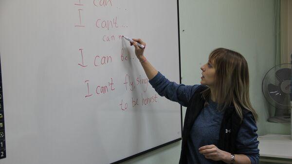 В Библиотеке им. Н.А. Некрасова, начал работать языковой практикум для мигрантов - Sputnik Таджикистан