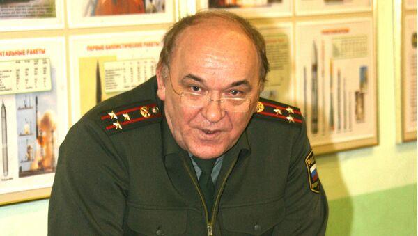 Российский эксперт, военный обозреватель газеты Комсомольская правда, полковник Виктор Баранец - Sputnik Таджикистан