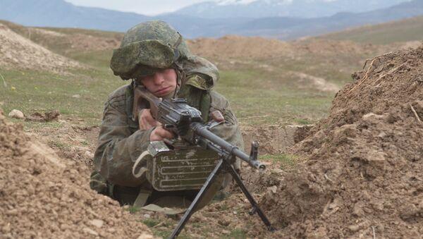 Военнослужащий РВБ в Таджикистане, архивное фото - Sputnik Таджикистан