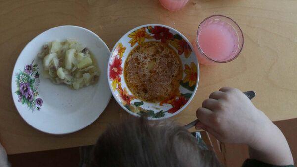 Питание детей в детском саду, архивное фото - Sputnik Таджикистан
