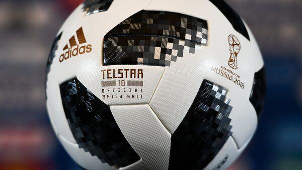 Официальный мяч чемпионата мира по футболу 2018 Telstar 18, архивное фото - Sputnik Таджикистан