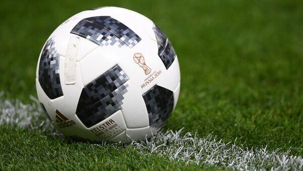 Официальный мяч чемпионата мира по футболу 2018 Telstar 18. - Sputnik Тоҷикистон