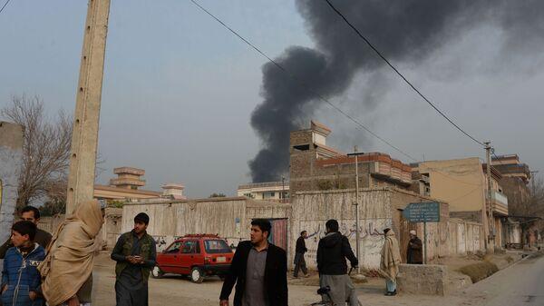 Дым над местом взрыва в Джелалабаде, Афганистан - Sputnik Таджикистан
