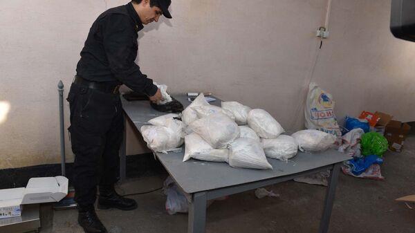 Уничтожение незаконных наркотических веществ, архивное фото - Sputnik Тоҷикистон