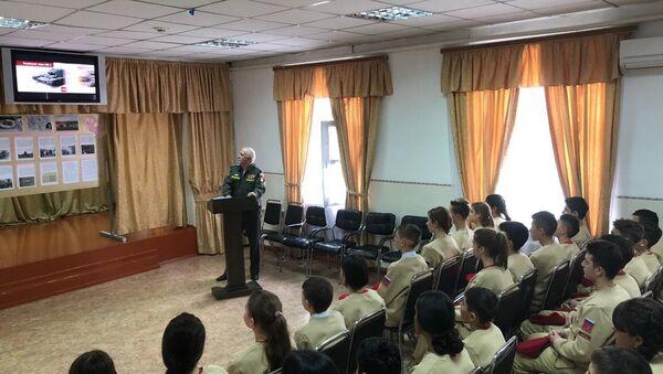 Ветераны 201-й РВБ провели урок мужества на тему блокады Ленинграда - Sputnik Таджикистан