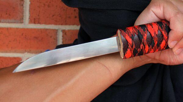 Нож в руке - Sputnik Таджикистан