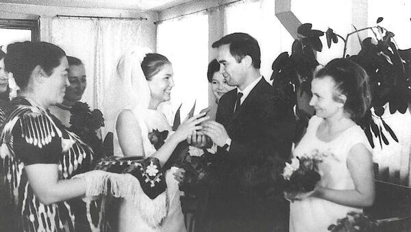 Свадебное фото Татьяны Каримовой и Ислама Каримова, архивное фото - Sputnik Тоҷикистон