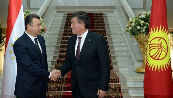 Президент Сооронбай Жээнбеков встретился с Премьер-министром Таджикистана Кохиром Расулзодой - Sputnik Тоҷикистон