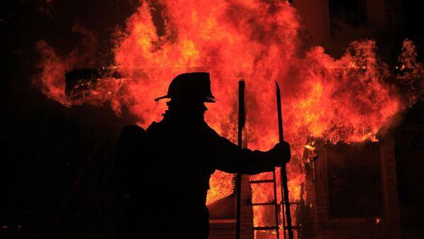 Сотрудник пожарной службы - Sputnik Таджикистан