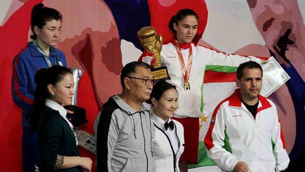 Таджикская девушка-боксер выиграла золото, одолев в финале представительницу Узбекистана - Sputnik Таджикистан