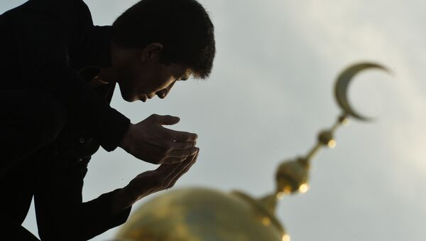 Молитва возле Московской Соборной мечети - Sputnik Таджикистан