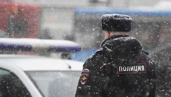 Сотрудник полиции, архивное фото - Sputnik Тоҷикистон