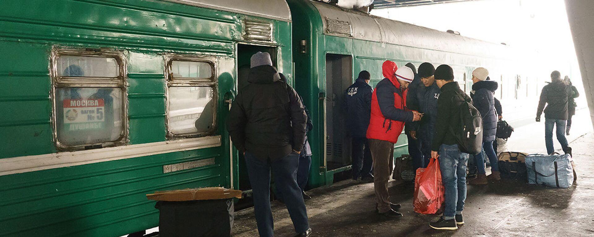 Посадка пассажиров в поезд Москва-Душанбе - Sputnik Таджикистан, 1920, 18.06.2021