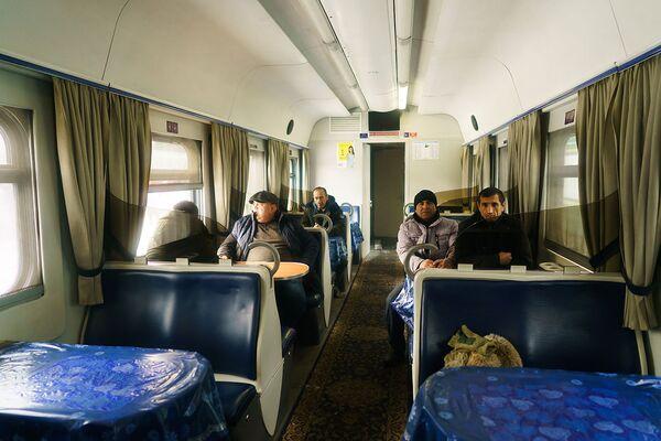В вагоне-ресторане поезда Москва-Душанбе - Sputnik Таджикистан