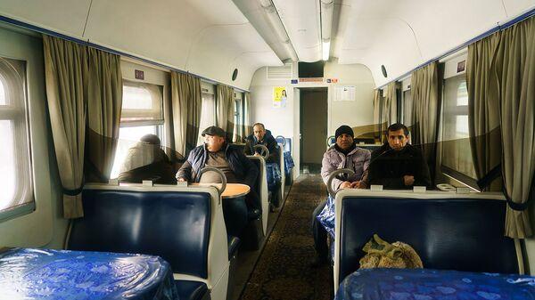 В вагоне-ресторане поезда Москва-Душанбе - Sputnik Тоҷикистон