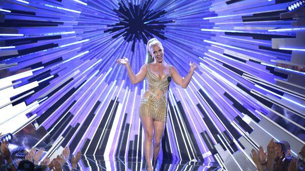 Бритни Спирс выступает на MTV Video Music Awards в Лос-Анджелесе - Sputnik Тоҷикистон
