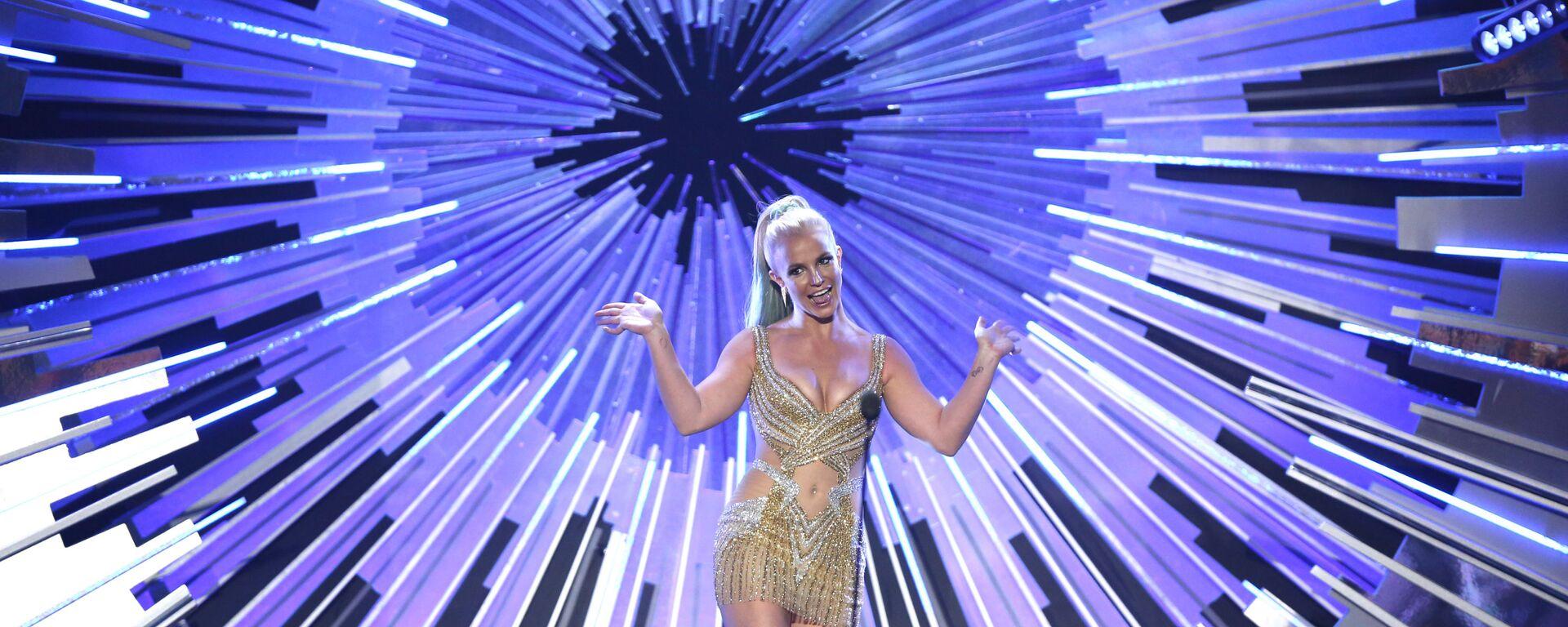 Бритни Спирс выступает на MTV Video Music Awards в Лос-Анджелесе - Sputnik Таджикистан, 1920, 01.07.2021