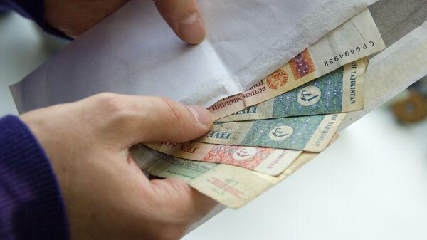 сомони в конверте - Sputnik Таджикистан