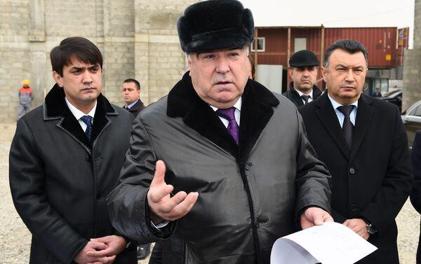 Президент Таджикистана Эмомали Рахмон посетил стройплощадку Центральной душанбинской соборной мечети - Sputnik Таджикистан