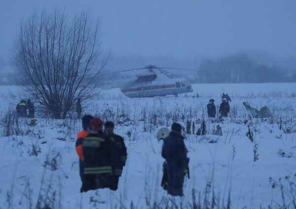 Спасатели на месте крушения самолета Ан-148 Саратовских авиалиний в Подмосковье - Sputnik Таджикистан