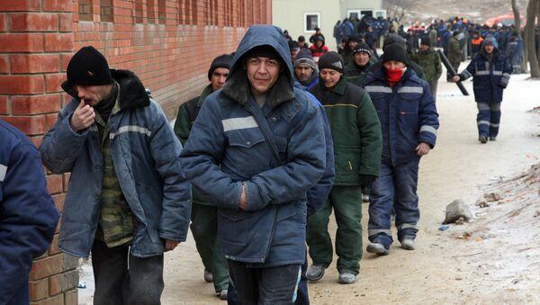 Иностранные рабочие возвращаются к работе после обеденного перерыва - Sputnik Таджикистан