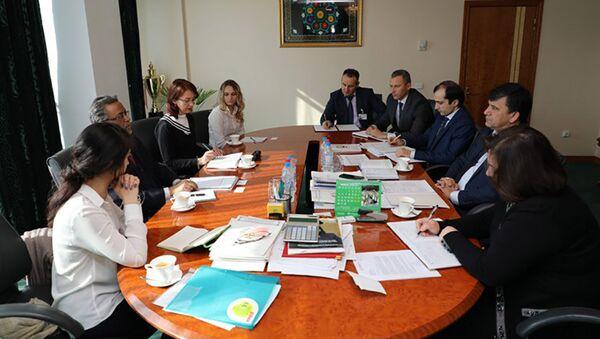 Встреча зампредседателя НБТ Сираджиддина Икрами с представителями Всемирного Банка - Sputnik Тоҷикистон